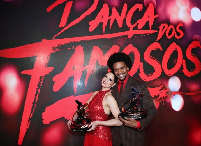 Mariana Santos e Marcus Lobo comemoraram o terceiro lugar (Foto: Carol Caminha/Gshow)