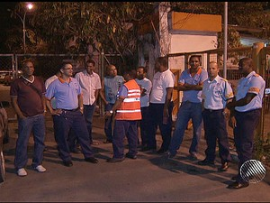 funcionários da transalvador ocupam sede da instituição (Foto: Reprodução/TV Bahia)