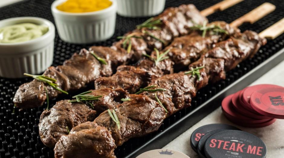 Steak Me oferece espetinhos de carne a partir de R$ 8 (Foto: Divulgação/Tomas Rangel)