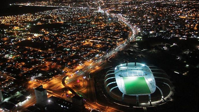 Arena das Dunas ilumonada na noite desta terça-feira (31) (Foto: Canindé Soares)