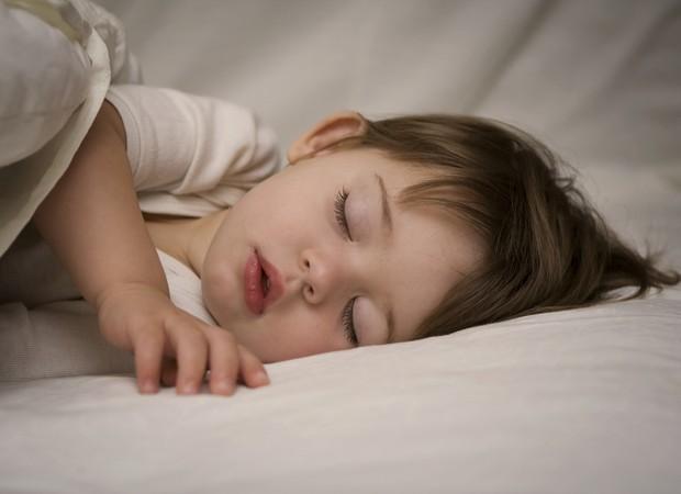 Por que meu filho não dorme a noite inteira? (Foto: ThinkStock)