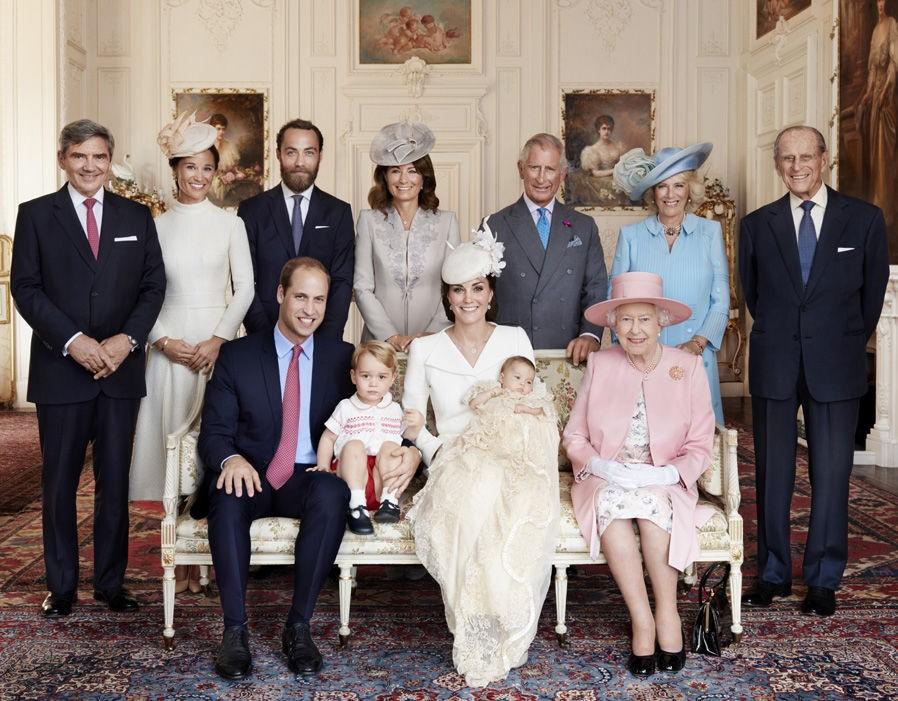 Elizabeth II e a família (Foto: Divulgação)