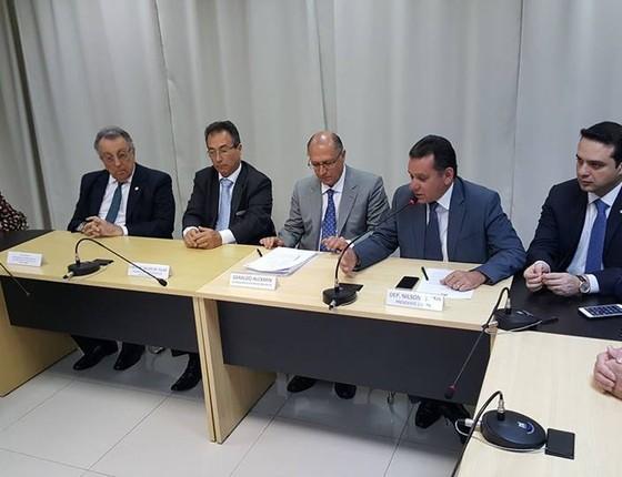 Membros da Frente Parlamentar da Agropecuária recebem o governador Geraldo Alckmin (Foto: Reprodução/Frente Parlamentar da Agropecuária)