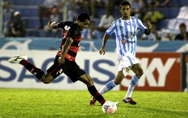 lance do jogo entre Paysandu e Atlético-go (Foto: Marcelo Seabra / Futura Press)