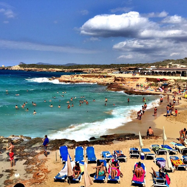 Anamara mostra praia em Ibiza (Foto: Instagram / Reprodução)