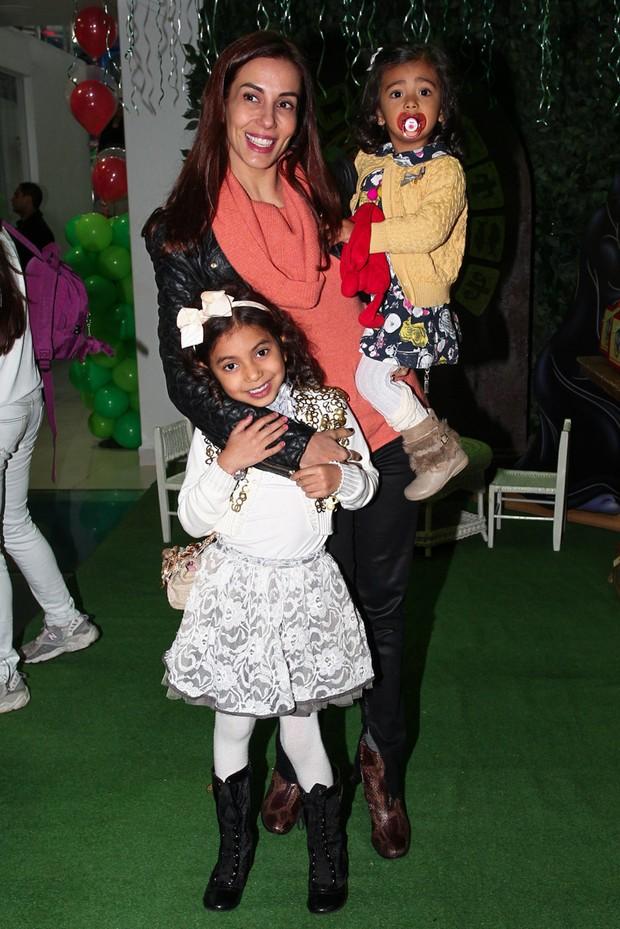 Tania Khalil com as filhas (Foto: Manuela Scarpa e Marcos Ribas/Foto Rio News)