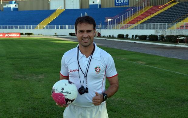 Aos 35 anos, Sydney Moraes é o técnico mais novo das Série A e B do Brasileirão (Foto: Tiago Campos / Globoesporte.com)