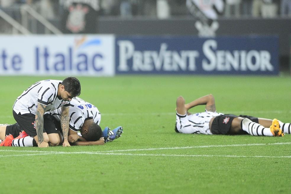 Corinthians cai para rival no Paulista de 2015: a primeira eliminação em casa (Foto: Marcos Ribolli)
