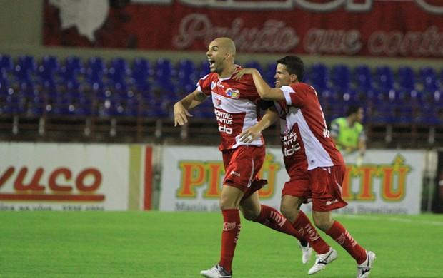 Gladstone marcou o gol salvador do CRB (Foto: Ailton Cruz/ Gazeta de Alagoas)