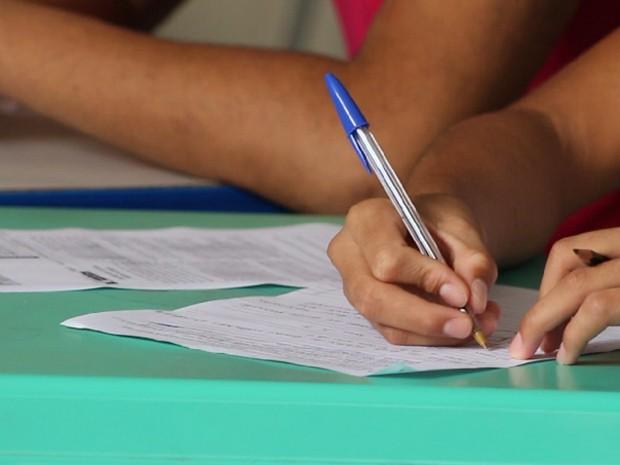Também é alta a quantidade de eleitores que só sabem ler e escrever (Foto: Fernando Brito/G1)