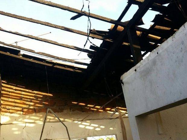 Casa ficou destruída em Aracaju (Foto: Joelma Reis)