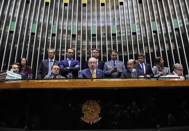 Oposição aprende a enfrentar PT após 13 anos