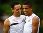 Voltando! David Braz e Ricardo Oliveira participam de treino tático no Santos
