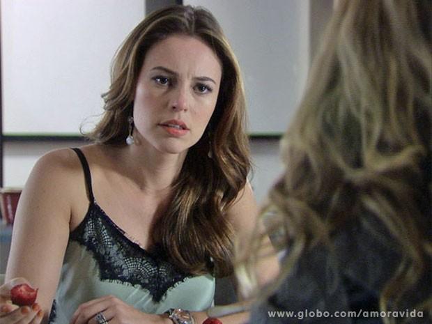 Paloma não acredita (Foto: Amor à Vida/ TV Globo)