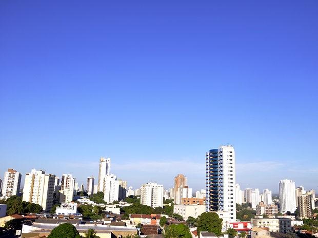 Final de semana em Cuiabá tem céu aberto sem previsão de chuva. (Foto: Denise Soares/G1)