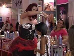Feira traz novidades para o setor de beleza, em Goiânia (Foto: Reprodução/TV Anhanguera)