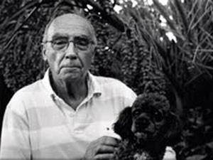 O escritor português José Saramago posa com seu cão Camões, que morreu nesta quinta-feira (Foto: Reprodução/Fundação Saramago)