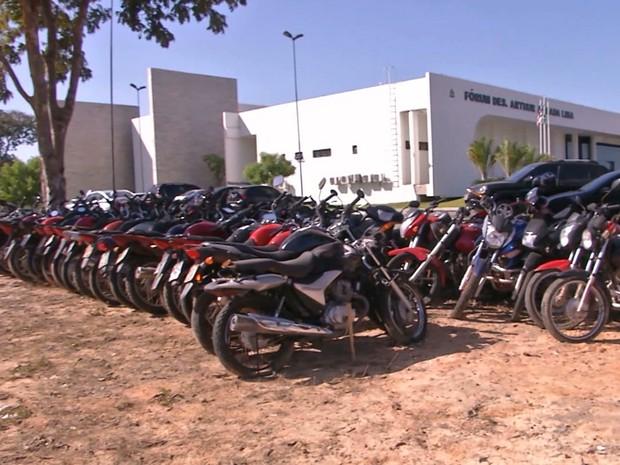 Esse não teria sido o primeiro caso de motocicleta furtada no pátio do Fórum de Caxias (Foto: Reprodução/TV Mirante)