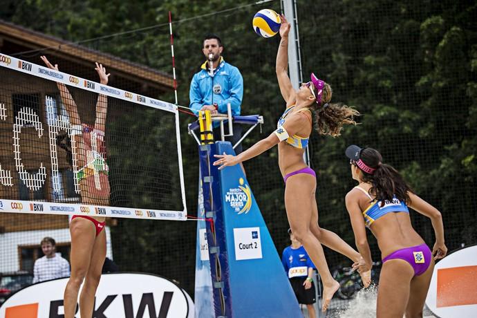 Larissa e Talita vencem duelo brasileiro em Gstaad (Foto: Divulgação/FIVB)