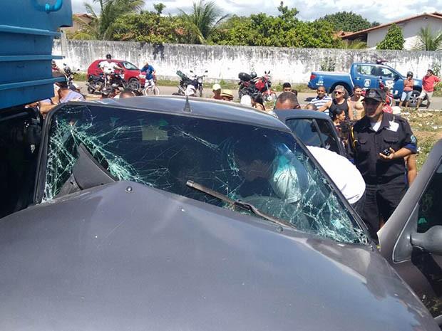 Passageiro ficou preso às ferragens (Foto: Junior Fernandes)