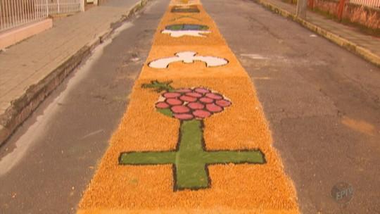Moradores enfeitam ruas com tricô, alimentos e cores para o Corpus Christi no Sul de Minas; fotos