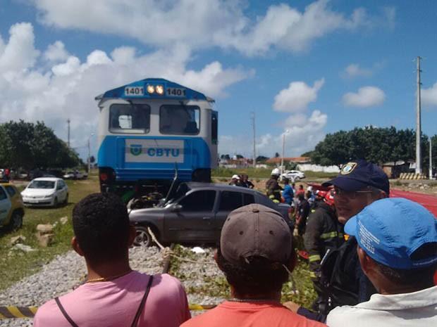 Acidente aconteceu por volta das 10h30 deste sábado (23) (Foto: Junior Fernandes)