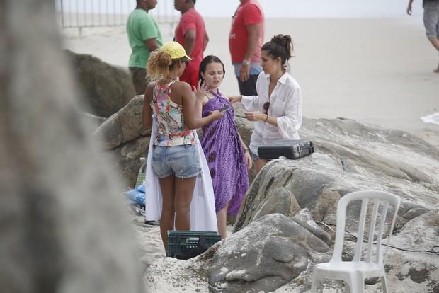 Larissa Manoela na praia do Abrico (Foto: AgNews  / AgNews)