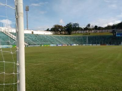 estádio dos pássaros treino do londrina (Foto: Rodrigo Saviani)