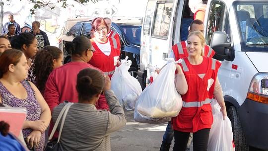 Angélica se voluntaria na Cruz Vermelha no 'Estrelas Solidárias'; confira fotos!