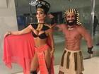 Laura Keller mostra fantasia sexy para o Carnaval de São Paulo