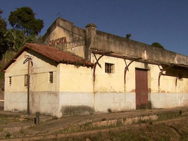 No bairro Cascata, na divisa de SP com MG, é possível encontrar as marcas das batalhas (Foto: Reprodução/EPTV)