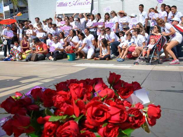 Mais de 20 pessoas participaram da campanha 'Mais Amor' em João Pessoa (Foto: Walter Paparazzo/G1)