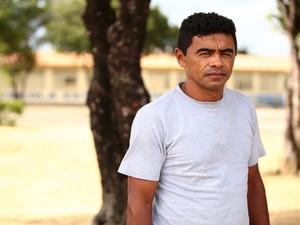 Professor alagoano de educação física, Joseildo Rocha,43, briga por uma vaga no curso de direito (Foto: Jonathan Lins/G1)
