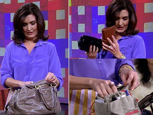Fátima mostra carteira, bolsinha de maquiagem e organizador de bolsa (Foto: Encontro com Fátima Bernardes/ TV Globo)