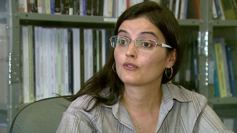 Ana Paula Macedo, pesquisadora do laboratório de bioengenharia da FMRP, em Ribeirão Preto (Foto: Reprodução/EPTV)