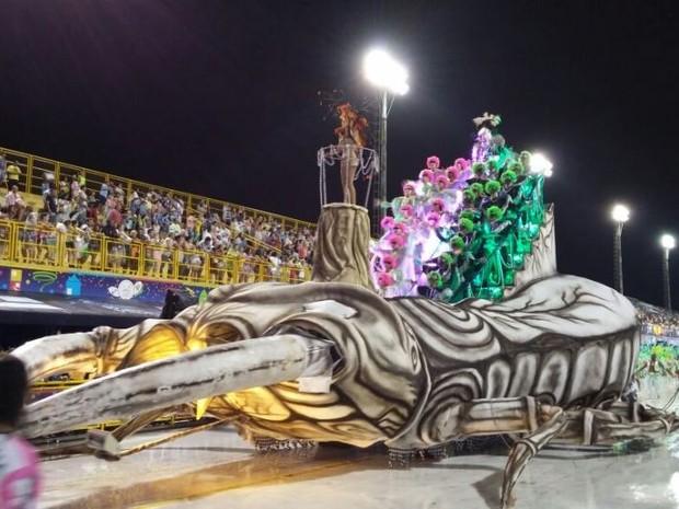 Escola de Samba Dascuia desfila na Passarela Nego Quirido no Carnaval 2015 de Florianópolis (Foto: Guilherme Lira/ RBS TV)