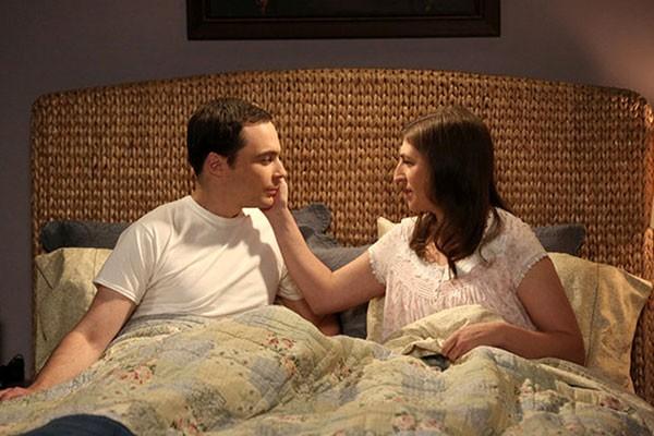 Jim Parsons e Mayim Bialik em cena de The Big Bang Theory (Foto: Reprodução)