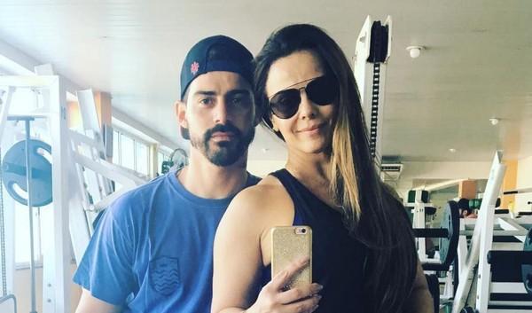 Noivo de Viviane Araújo rebate fã da atriz após ser chamado de feio