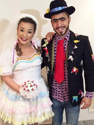 Cacau e Matheus durante casamento em festa junina (Foto: Reprodução/Instagram)
