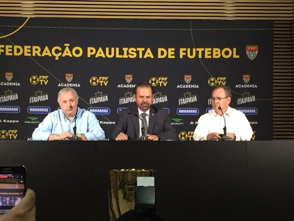 Roberto de Andrade, do Corinthians, Reinaldo Carneiro Bastos, presidente da FPF, e Vanderlei Pereira, presidente da Ponte Preta (Foto: Carlos Augusto Ferrari)