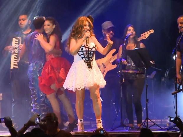 Elba voltou a se apresentar em Conceição, na Paraíba, depois de 16 anos sem tocar na cidade natal (Foto: Reprodução / TV Paraíba)