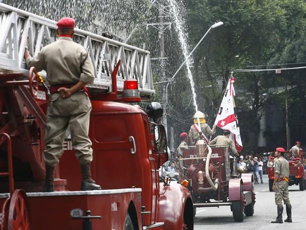 Bombeiros desfile Bahia (Foto: Iracema Chequer/Agência A Tarde/AE)
