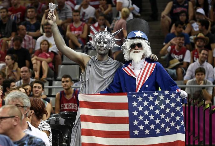 Torcida americana no jogo entre EUA x Eslovênia no Mundial de Basquete (Foto: AFP)
