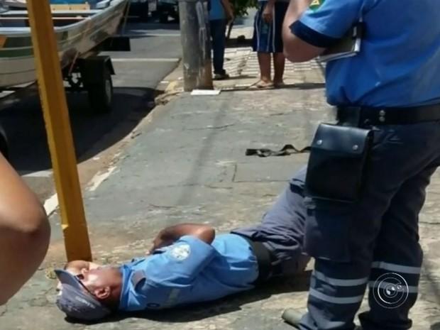 Confusão aconteceu no centro de Bauru (Foto: Reprodução / TV TEM)