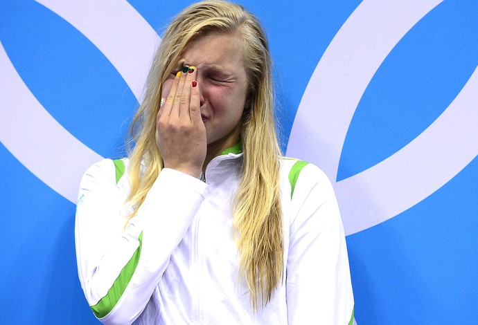 Ruta Meilutyte comemora vitória na natação em Londres (Foto: AFP)