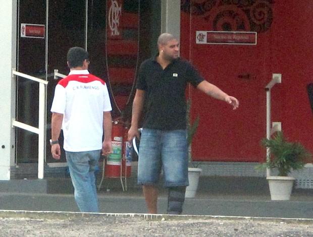 Adriano no Ninho do Urubu (Foto: Richard Souza / Globoesporte.com)