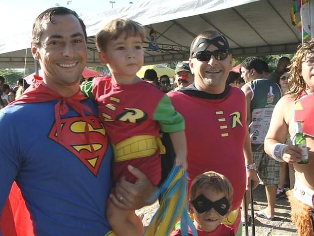 Família de super-heróis estiveram presente no Bloco Acuda Mãe, no Espírito Santo. (Foto: Reprodução/TV Gazeta)