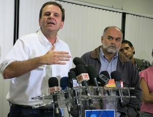 Eduardo Paes Mauricio Assumpção coletiva Engenhão (Foto: Edgard Maciel de Sá)