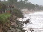 Mar invade e causa erosão em Ponta da Fruta, em Vila Velha, ES