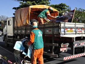 Cavaletes e propagandas eleitorais são recolhidos de vias em Contagem (Foto: Elias Ramos/Prefeitura de Contagem)